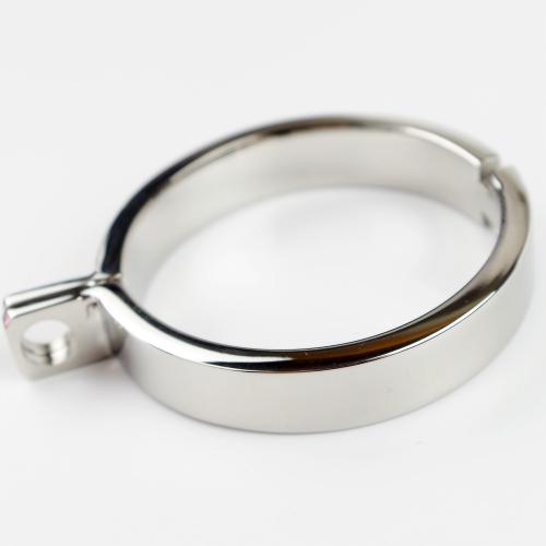 металлическое кольцо на член халатом ясно
