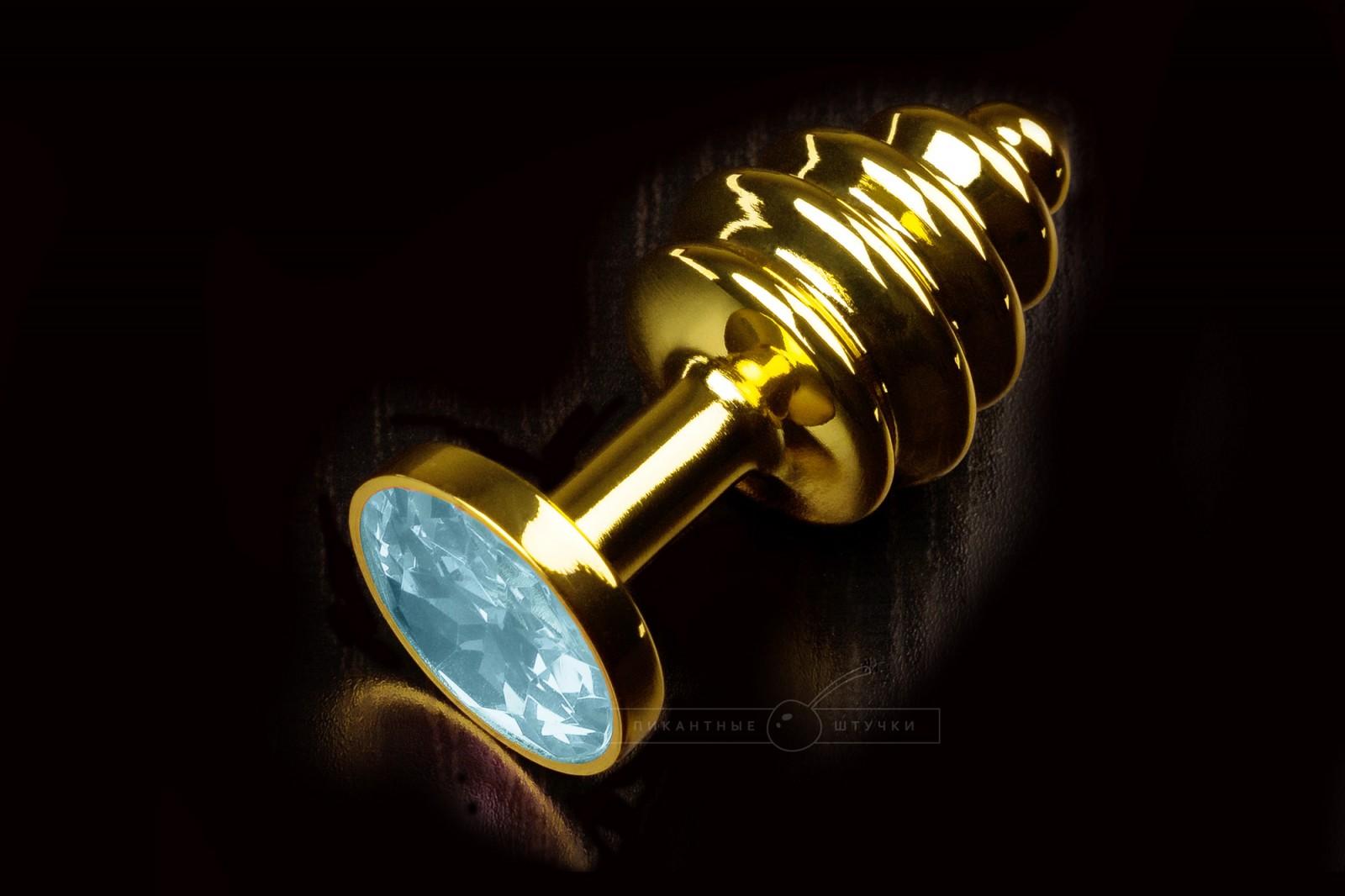 Маленькая витая анальная пробка золотистая с кристаллом, голубым