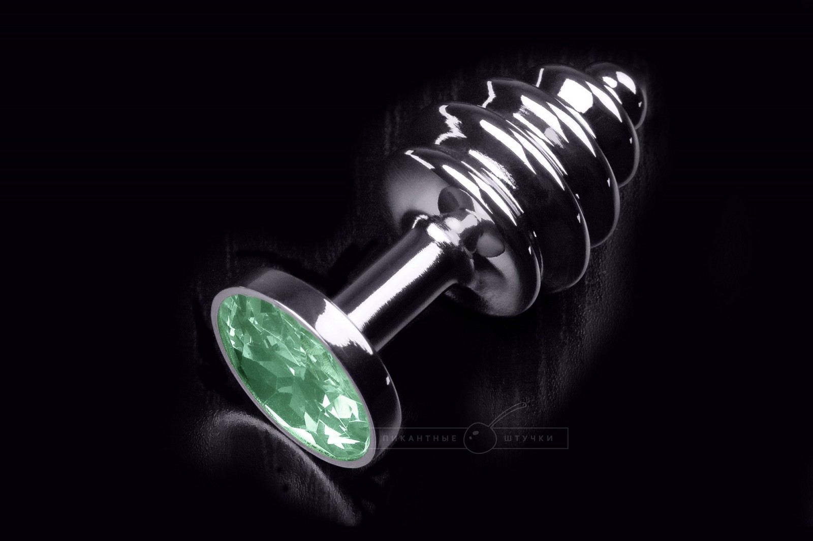 Малая серебристая витая анальная пробка с кристаллом, зеленым